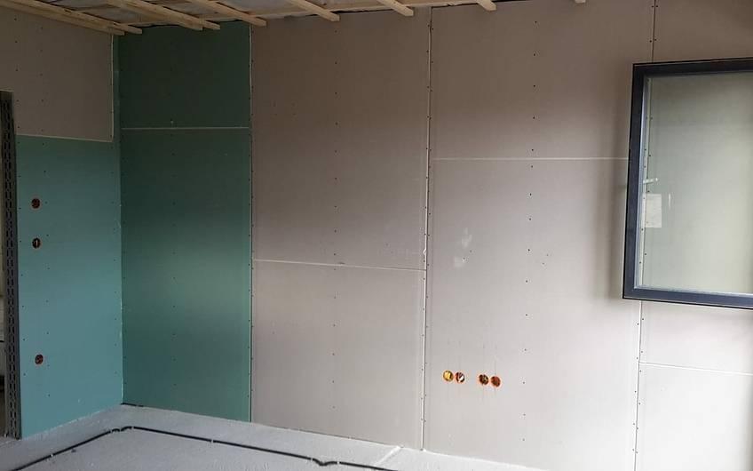Der Trockenbau geht weiter, die Wände wurden nach erfolgter Elektroinstallation geschlossen.