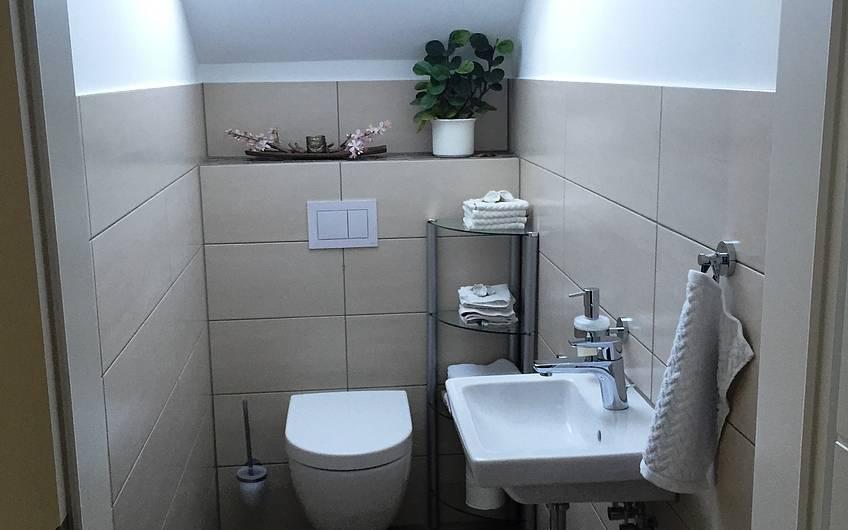 Das Gäste-WC im Dachgeschoss