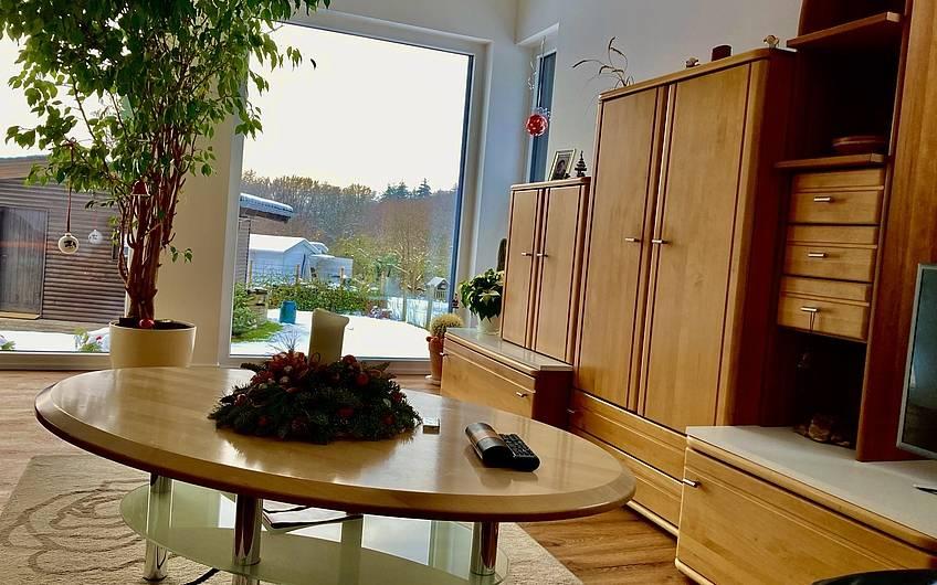 Die vorhandenen Möbel wurden etwas modernisiert und ergeben nun ein gemütliches Zimmer zum Entspannen.