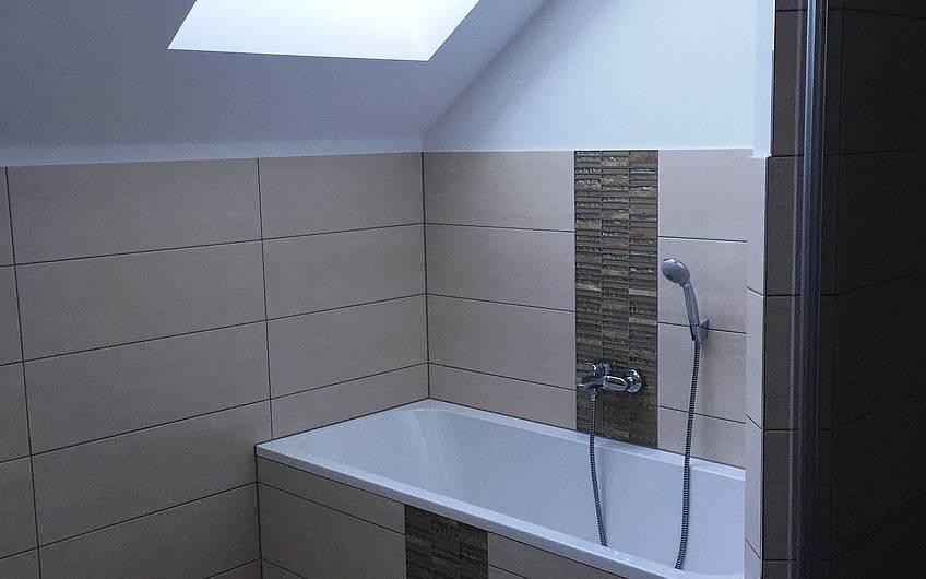Die Badewanne im Dachgeschoss