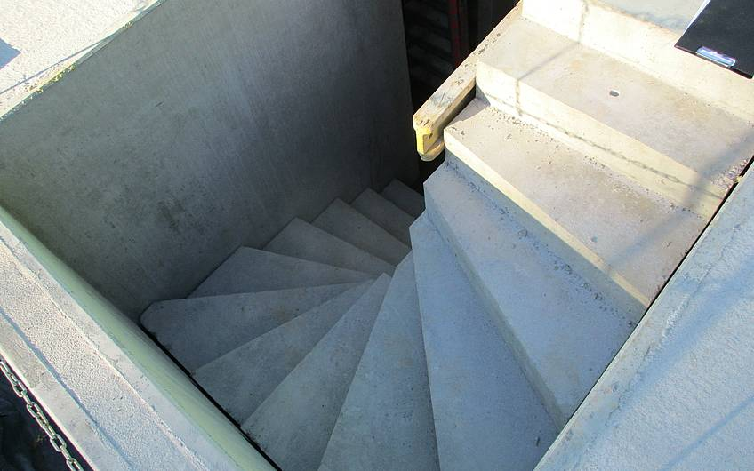 Die Kellertreppe wurde eingebaut.