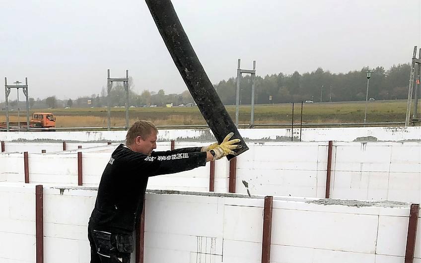 Beton einfüllen in ein Kern-Haus in Magdeburg