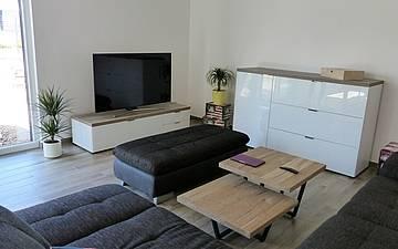 Wohnzimmer im individuell geplanten Einfamilienhaus Luna von Kern-Haus in Dettenheim