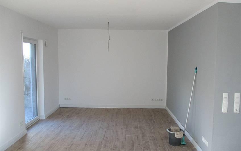 Im Kern-Haus wurde der Boden verlegt und die Wände farblich abgesetzt.