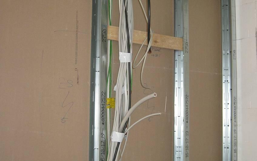 Die Elektroinstallation wird ausgeführt.