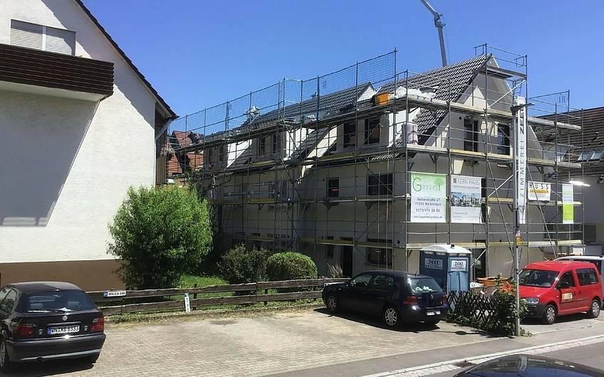 Dacheindeckung des Doppelhauses Twin XXL von Kern-Haus in Korb