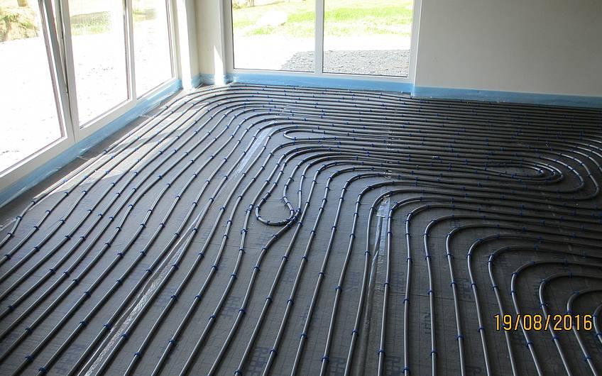 Die Fußbodenheizung wurde in allen Räumen verlegt.