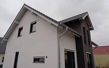 Gartenseite des individuell geplanten Einfamilienhauses Esprit von Kern-Haus in Hohen-Sülzen