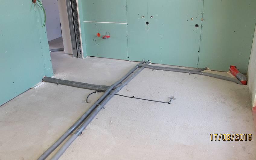 Der Trockenbau wurde nach Verlegung aller Installationen geschlossen.