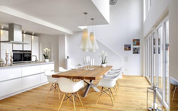 Esszimmer mit offener Küche Bauhaus Kern-Haus