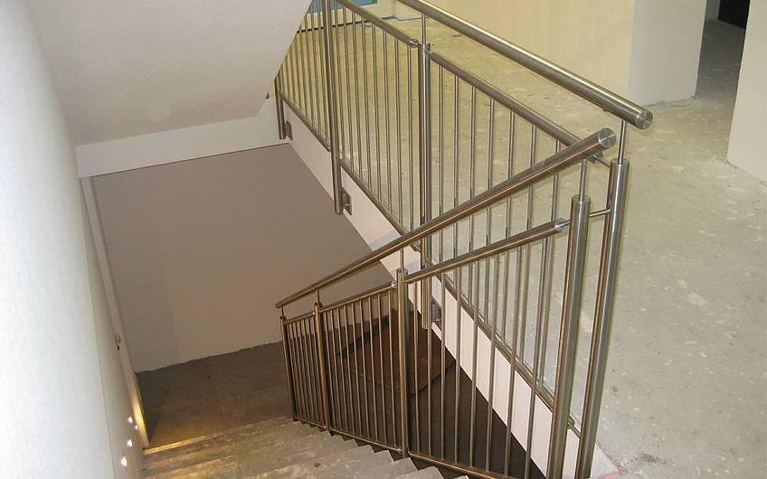 Das Treppengeländer wurde montiert.