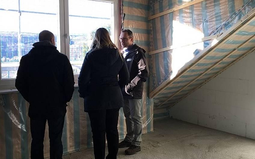 Rohbaubesichtigung in der individuell geplanten Doppelhaushälfte Twin XL von Kern-Haus in Bammental