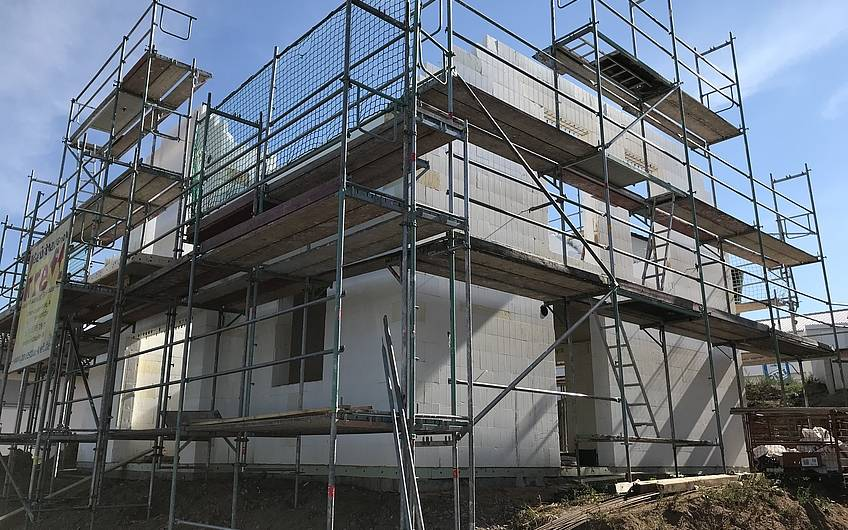 Rohbau des individuellen geplanten Einfamilienhauses Aura von Kern-Haus in Weinheim-Rippenweier
