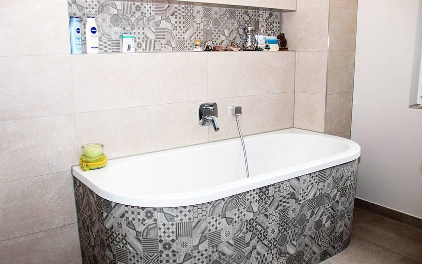 Masterbad Badewanne mit Fliesen