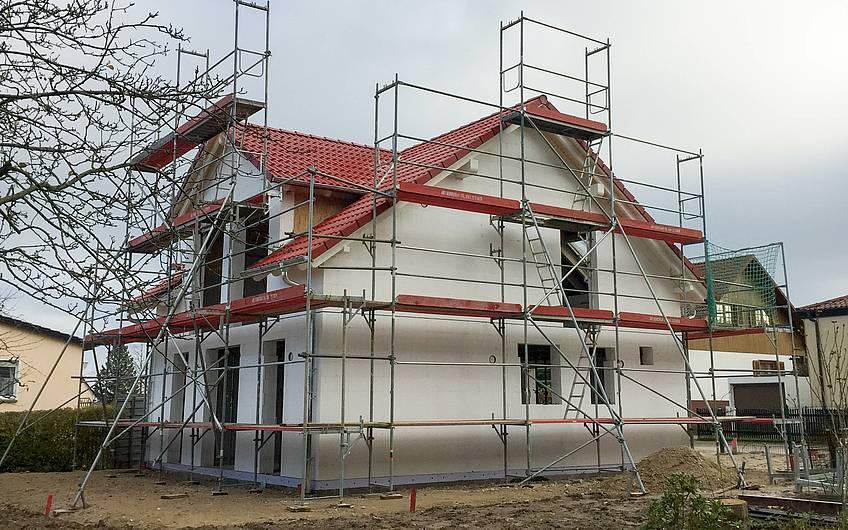 Eindecken des Daches Familienhaus Kern-Haus