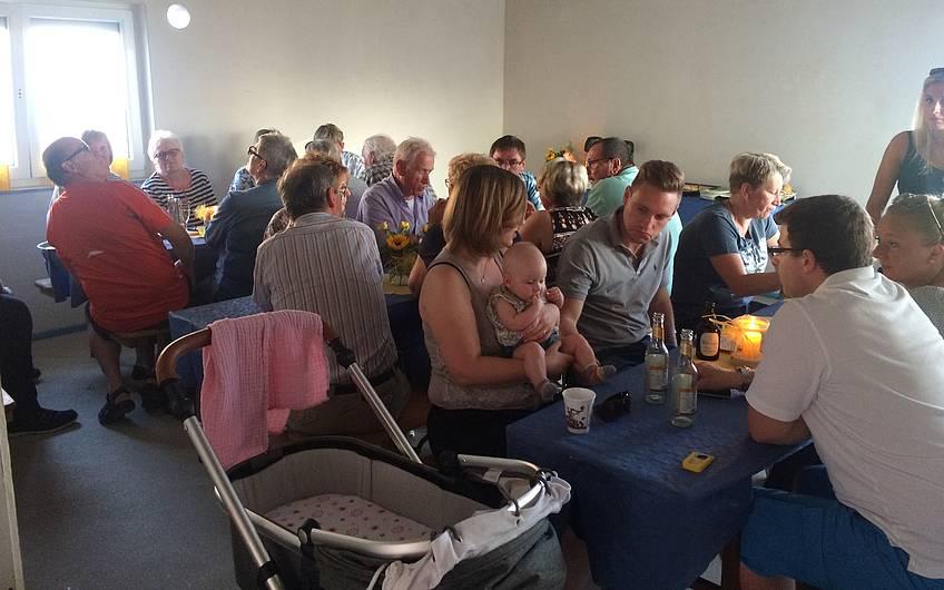 Viele Gäste beim Rohbaufest.