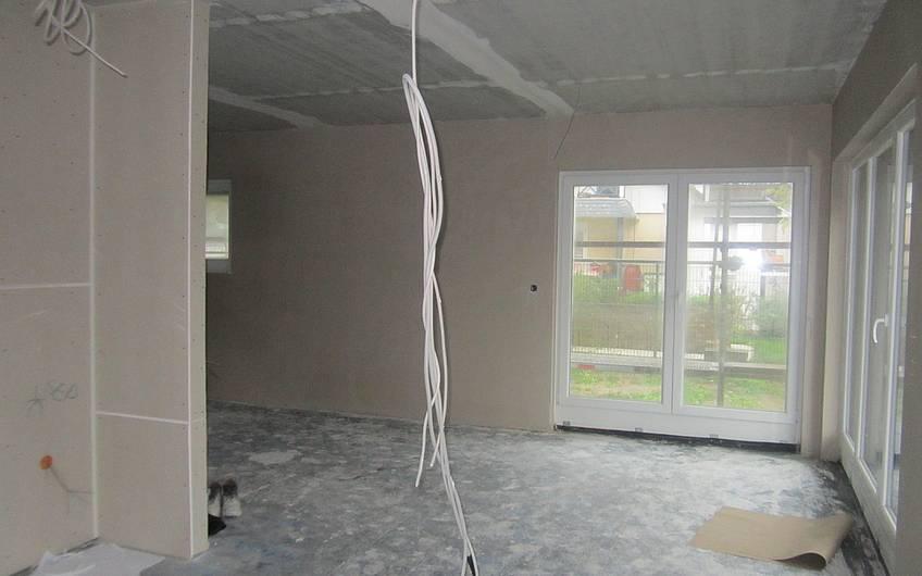Die Wände wurden verputzt.