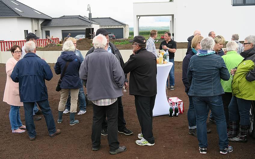 Viele Besucher waren bei der Grundsteinlegung erschienen.