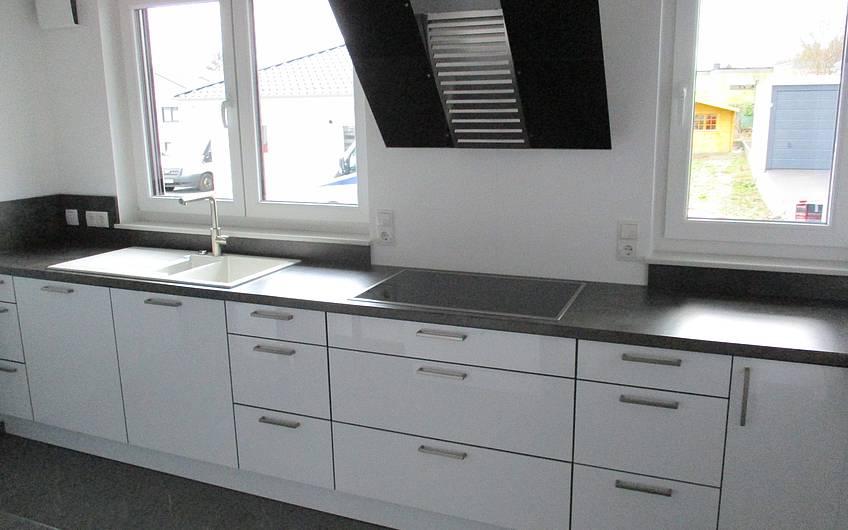 Eingebaute Küche.