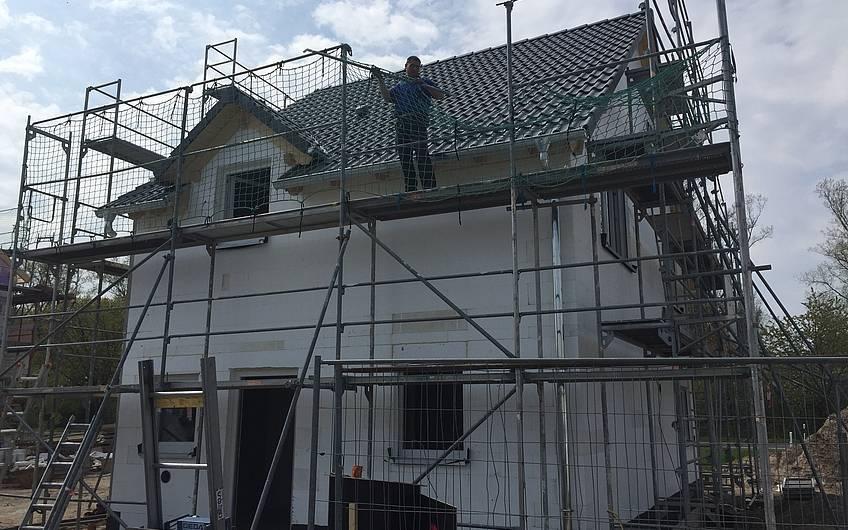 Geschlossener Rohbau der individuell geplanten Doppelhaushälfte Twin L von Kern-Haus in Ketsch