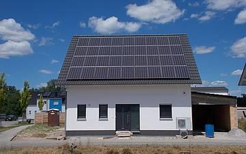 Individuell geplantes Familienhaus Luna von Kern-Haus in Dettenheim