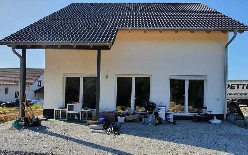 Gartenseite des Familienhauses Jano von Kern-Haus in Forchtenberg