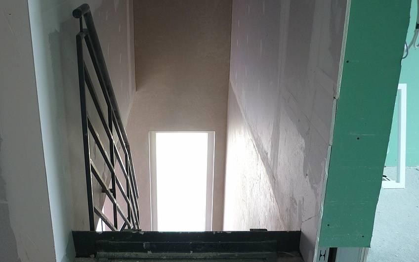 Elektroinstallation im Obergeschoss vor Treppe
