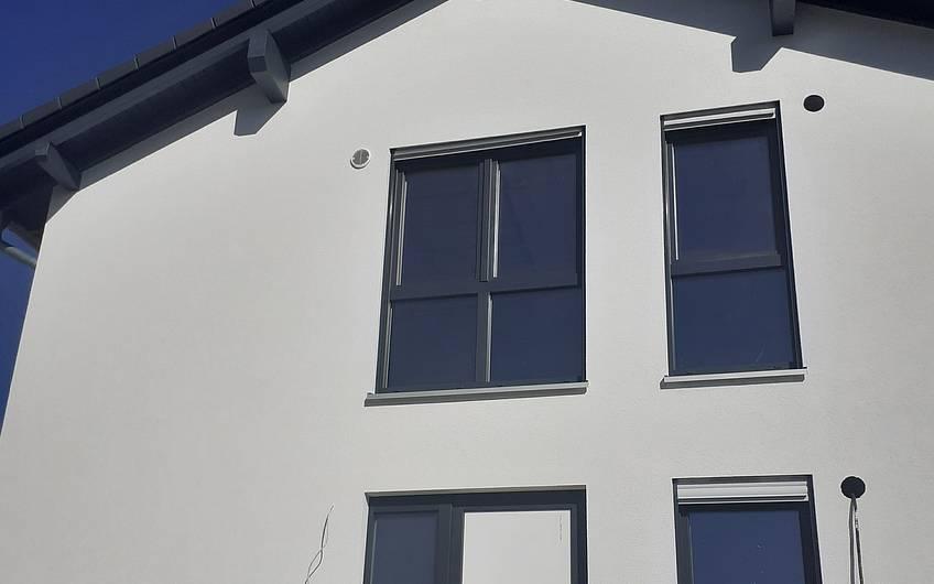 Es verändert den Rohbau sehr, wenn die Fassade fertig ist.