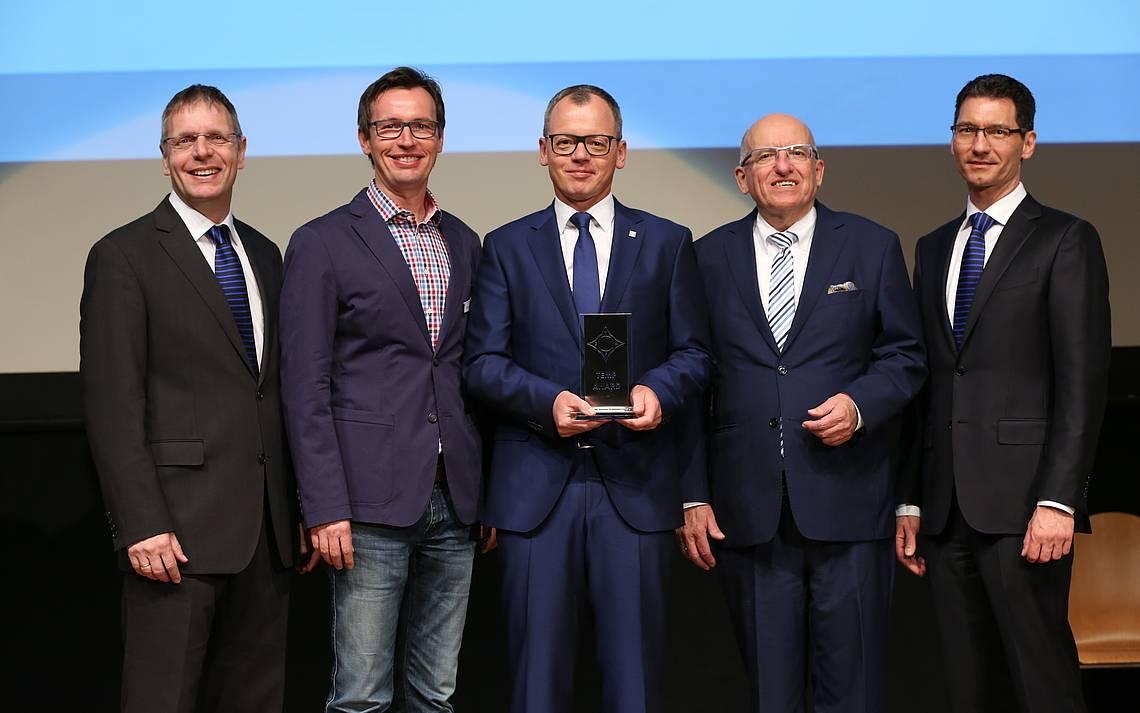 v.l.n.r.: Jürgen Kurz, Dr. Stephan Wesely, Bernhard Sommer, Dr. Jörg Knoblauch und Jürgen Frey bei der Preisverleihung in Ulm.