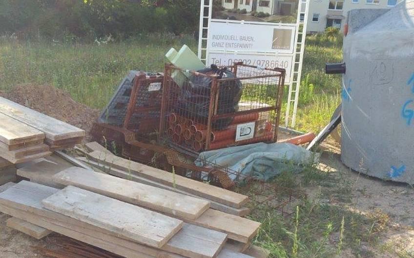 Vorbereitung der Baustelle für die individuell geplante Doppelhaushälfte Twin XL von Kern-Haus in Bammental