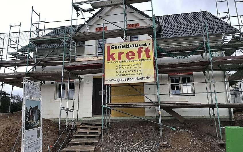Geschlossener Rohbau des individuellen geplanten Einfamilienhauses Aura von Kern-Haus in Weinheim-Rippenweier