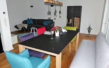 Ess- und Wohnzimmer der individuell geplanten Kern-Haus-Stadtvilla Signus in Dettenheim-Rußheim