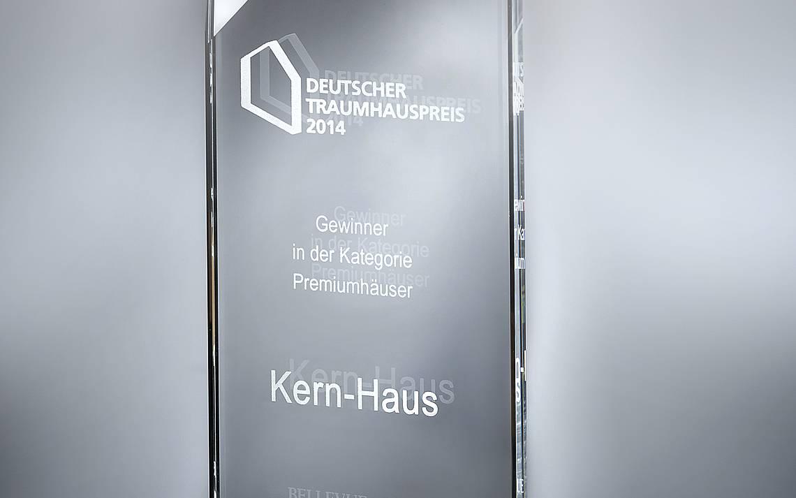 Trophäe des Deutschen Traumhauspreises 2014