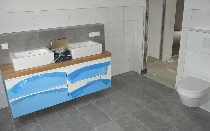Hier können die Bewohner des Kern-Hauses zukünftig zeitgleich das geschmackvoll eingerichtete und großzügige Bad gemeinsam nutzen.