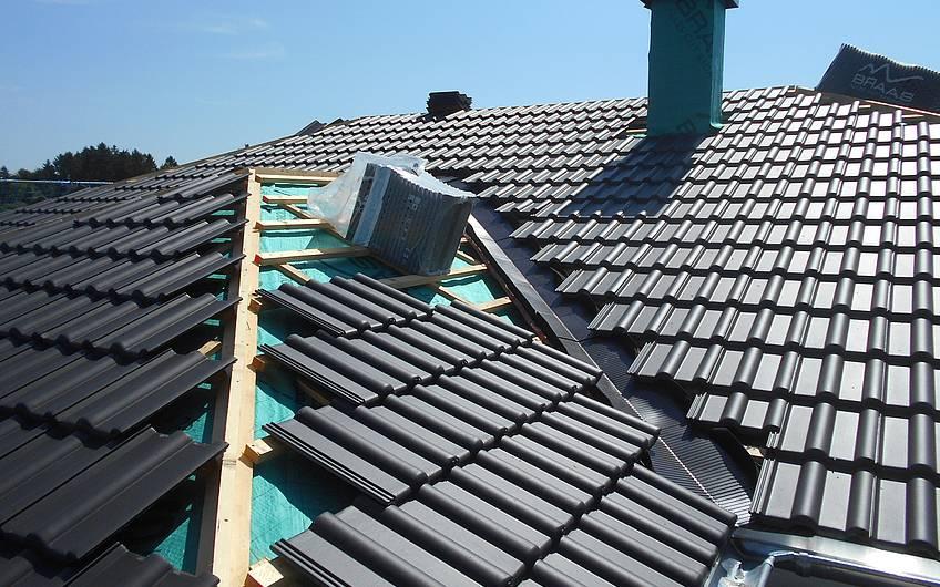 Eindeckung des Daches.