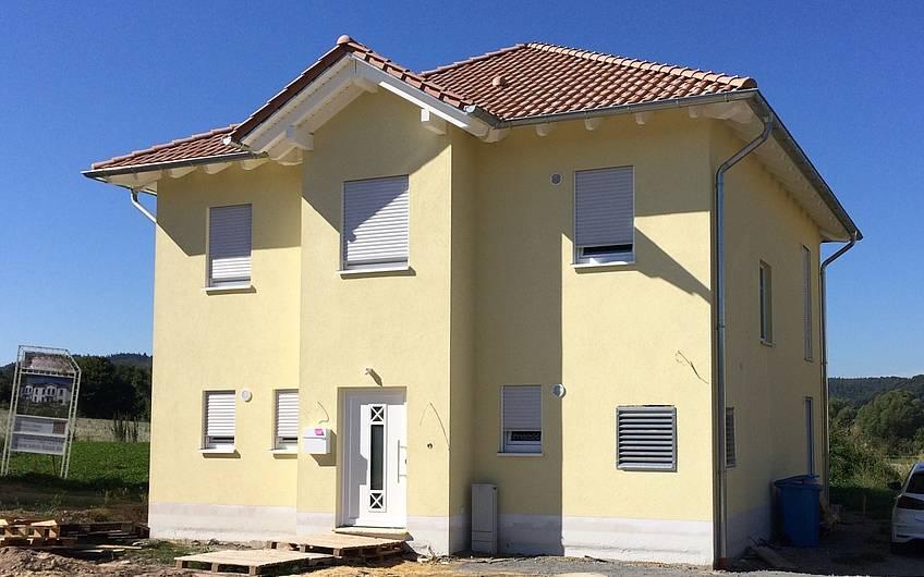 Die moderne Stadtvilla ist nun fertiggestellt und kann bezogen werden.