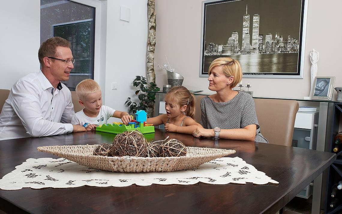 Familie Bruns beim Spielen