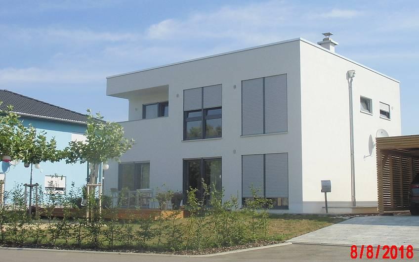 Bauhaus Cube von Kern-Haus in Zwickau-Oberplanitz