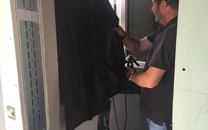 Blower-Door-Test in der individuell geplanten Doppelhaushälfte Twin L von Kern-Haus in Ketsch