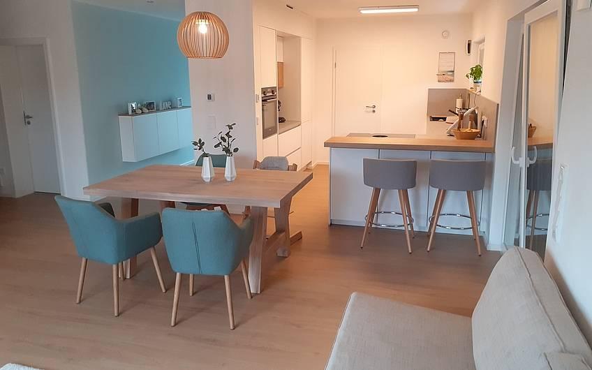 Esszimmer mit Blick in die Küche