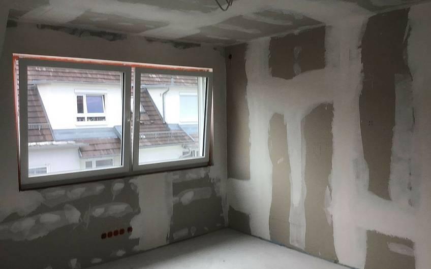 Spachtelarbeiten in der individuell geplanten Doppelhaushälfte Twin XXL von Kern-Haus in Korb
