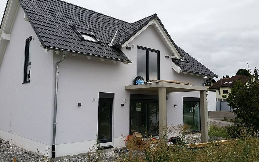 Gartenseite des Einfamilienhauses Signum Plus von Kern-Haus in Talheim