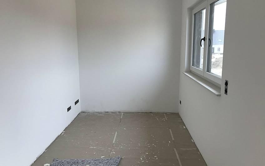 Weißes Zimmer in einer Kern-Haus-Stadtvilla in Magdeburg