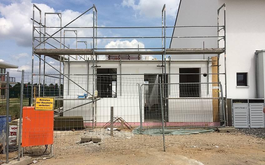Sichtbarer Baufortschritt, das Erdgeschoss ist fertig.