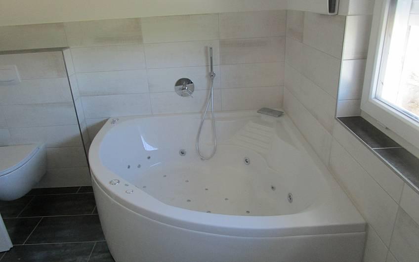 Die Badewanne wurde montiert.