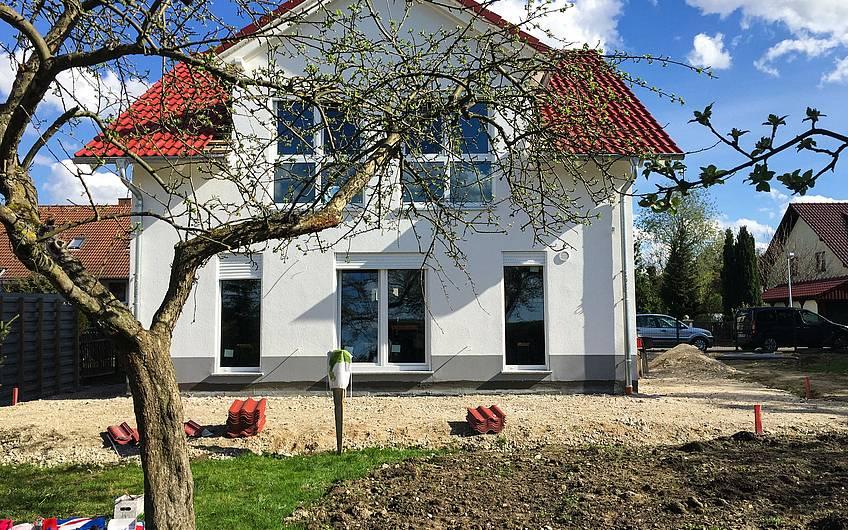Gartenansicht Kern-Haus Komfort in Fuchshain