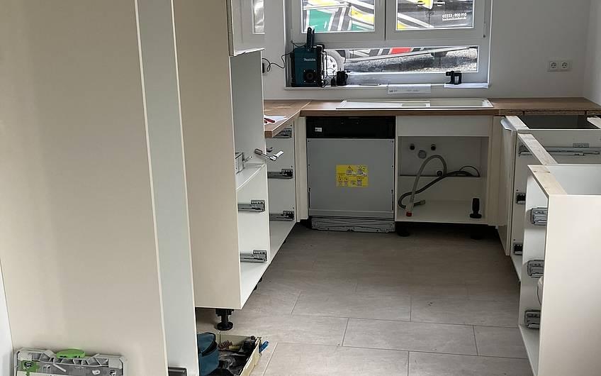 Küchenmöbel aufgebaut
