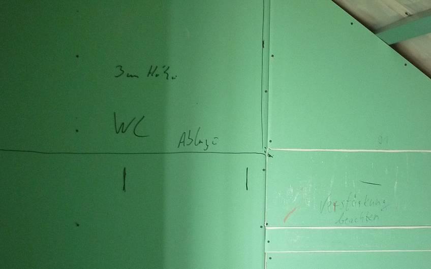 Markierungen für Sanitärinstallation auf Trockenbau