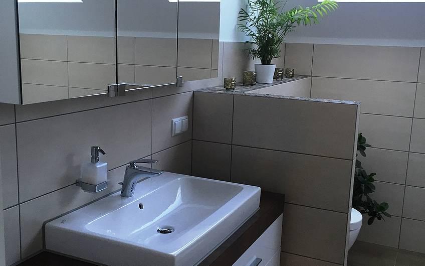 Das Badezimmer im Dachgeschoss