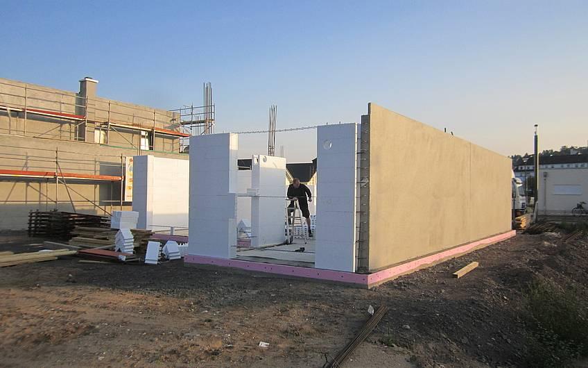 Das Erdgeschoss wird errichtet.